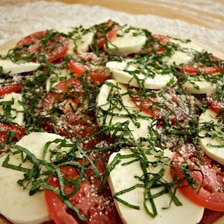 """Friday morning and already stressed thinking about everything you need and want to do this weekend? Check """"plan Sunday dinner"""" off of the list right now! Just in time for the Oscars, mention """"Willow Wood"""" at the Winnetka and Glencoe Bake HomeMade Pizza locations on Sunday, and Willow Wood will get to share in the proceeds of your order! Now, if only we could teach the dog how to work the coffee maker... #willowwoodps #bakehomemadepizza bakehomemadepizza.com"""