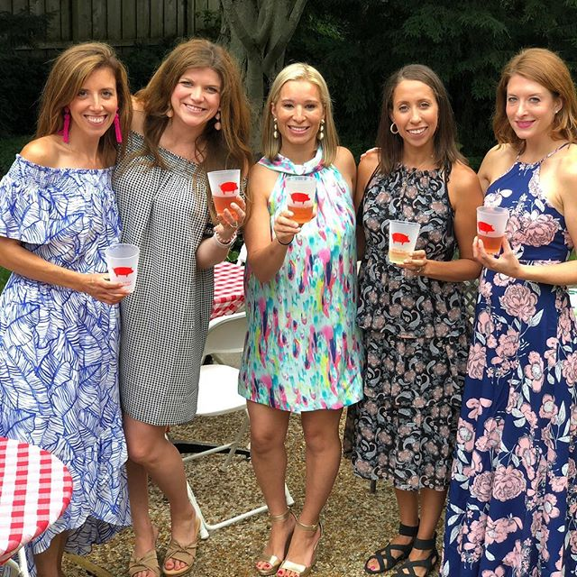 Sign-up parties are everyone's favorite takeaway from our annual benefit! Here's a look back at last summer's festivities. We have an exciting array of events this summer, so make sure you check out our Instagram stories later today to get a sneak peek... and then sign-up at the Willow Wood Ball this weekend! #tbt #willowwodps #signupparties #foragoodcause