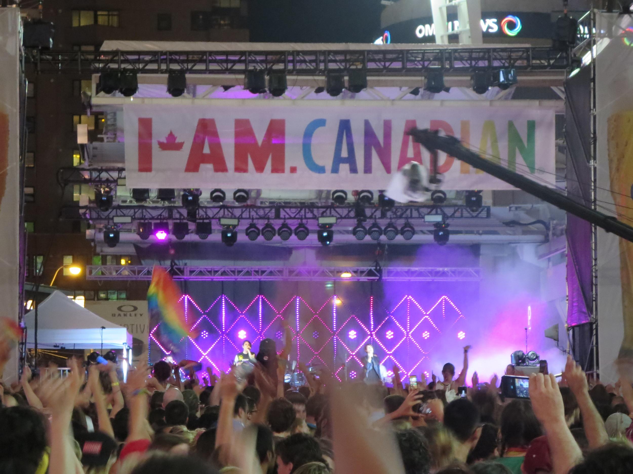 Tegan and Sara - I am Canadian