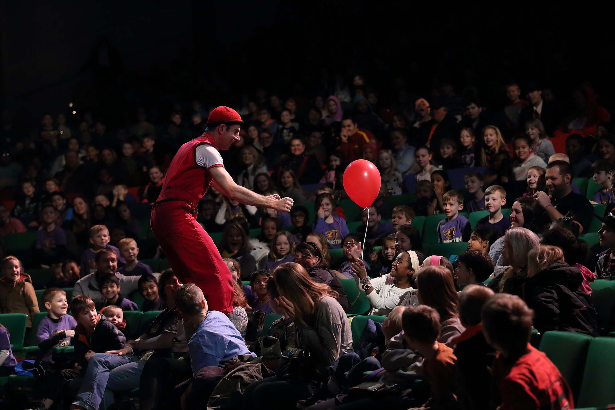 acrobuffos_airplayshow-des_moines-seth_bloom-in-audience-with-balloon.JPG