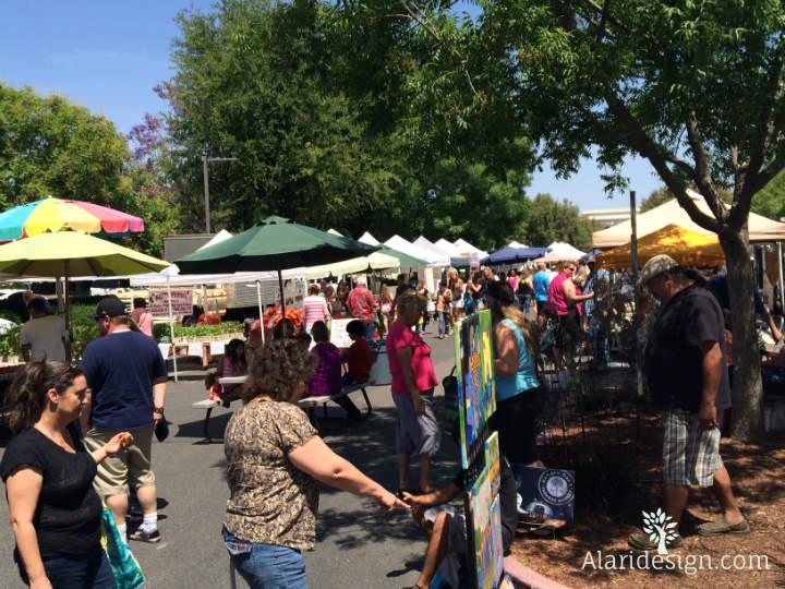 Market Crowd at the Bakersfield Haggin Oaks Farmers Market