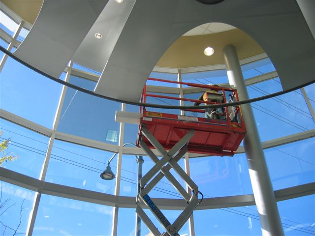 Hüper Optik Films Glair Control Ceramic 40 was chosen to control the ambient light.