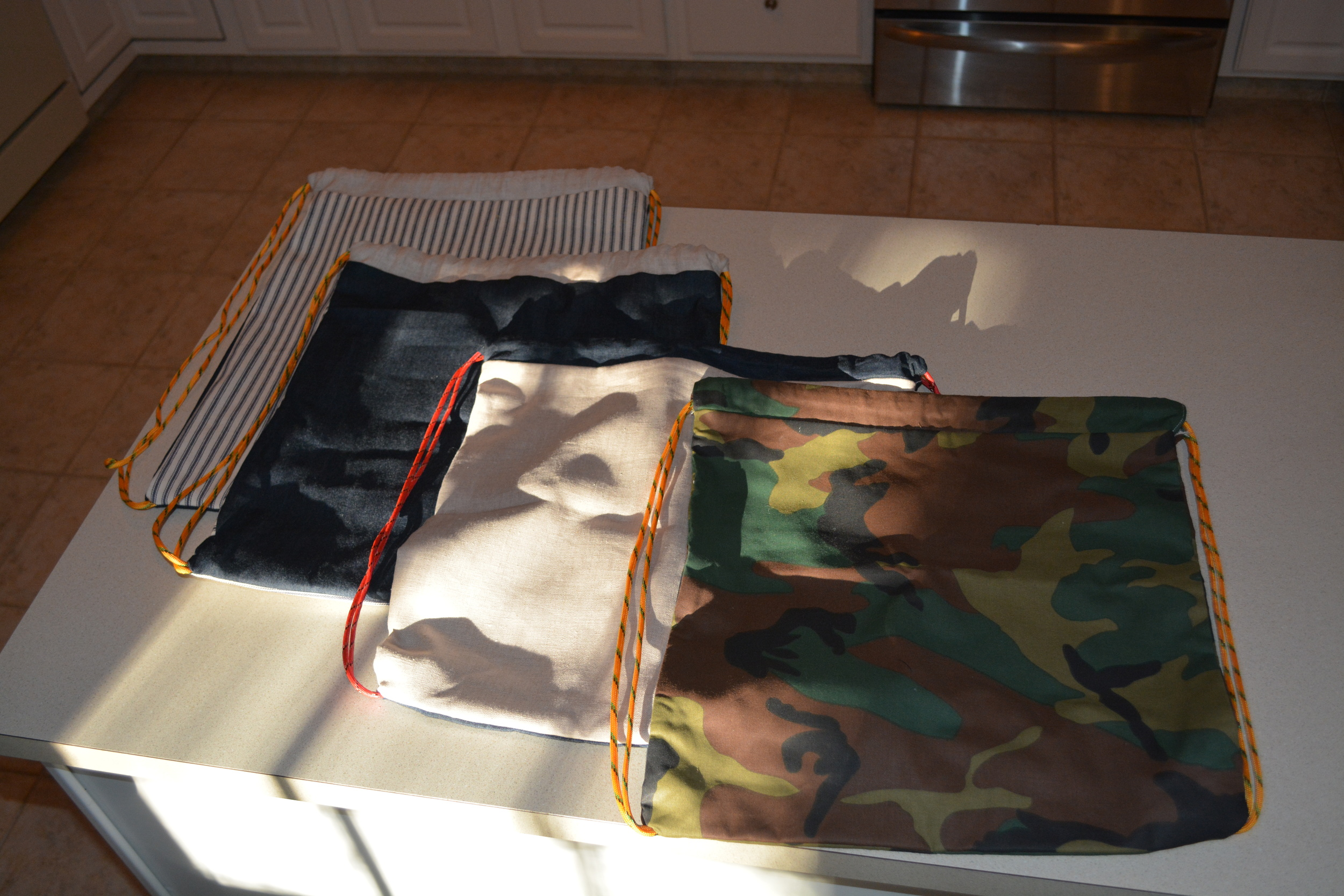 The basic pattern for these drawstring bags can be found on momtastic blog just click the picture!