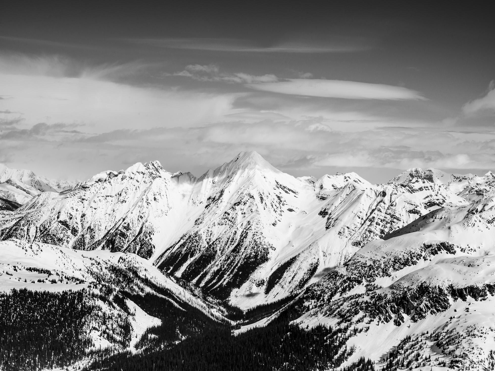 Heli-Skiing-BW7.JPG
