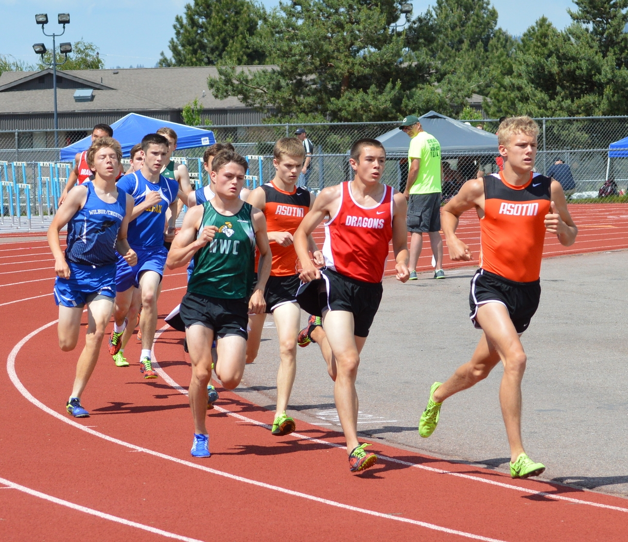 Chandler Teigen (Asotin), leading, with Nathan Vanos (St. George) running a strong race behind him. Jack Ammon of NW Christian Colbert and Thomas Weakland round out the top four.