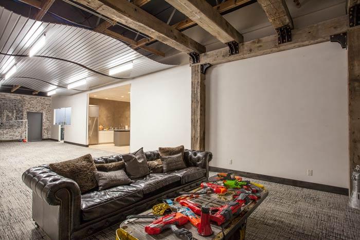 reclaimed-beam-corporate-lounge-m.jpg