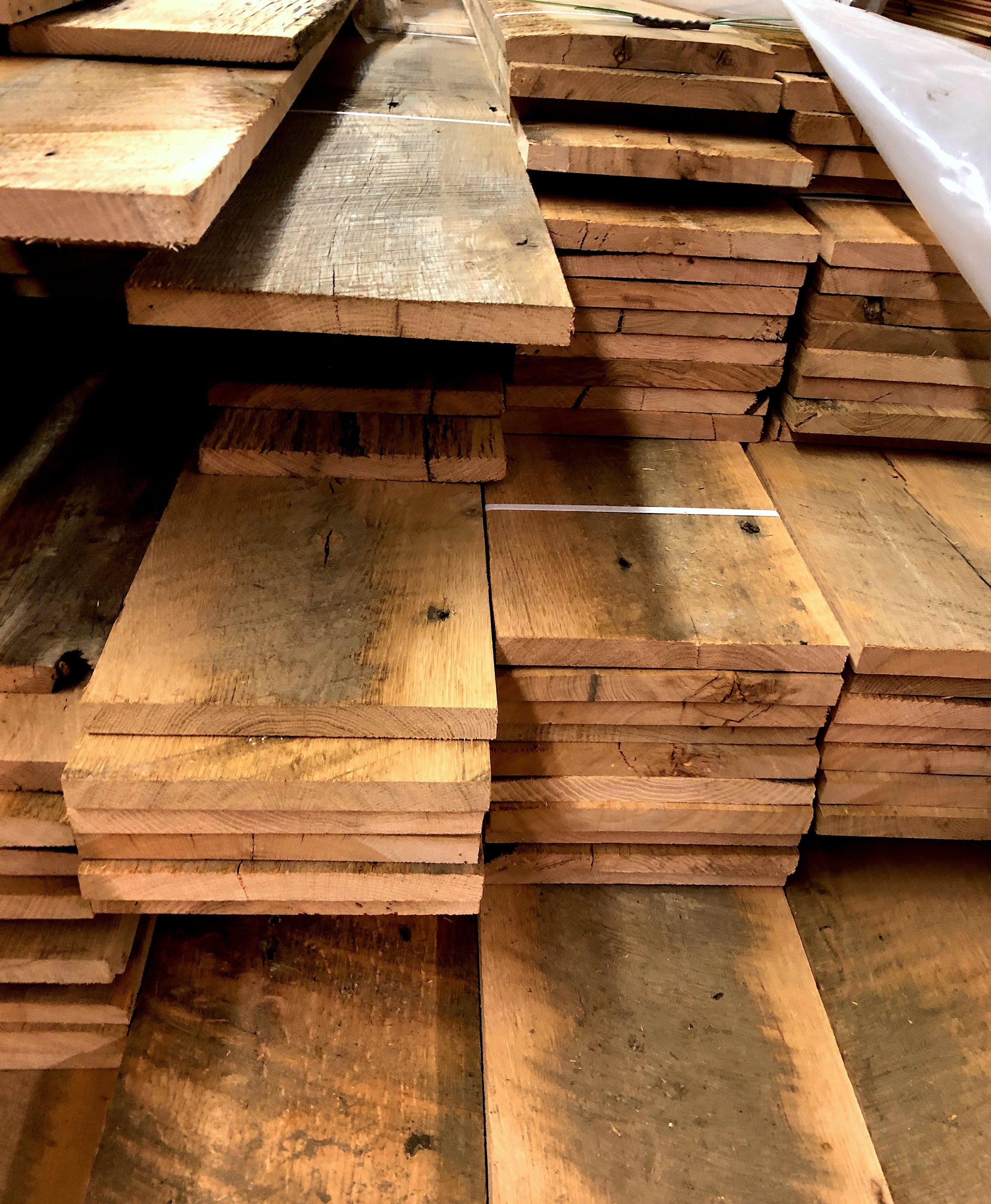 Sawmill Oak has rich and rustic character, including saw-trace marks, nail holes and deep grooves.