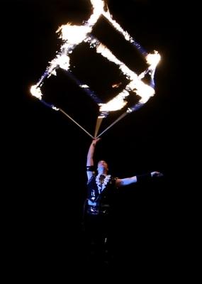 CIRQUBIA_fire-pyro-spectacular_hula-hoop_cube-juggling_aerial-dance_59.jpg