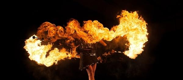 CIRQUBIA_fire-pyro-spectacular_hula-hoop_cube-juggling_aerial-dance_45.jpg