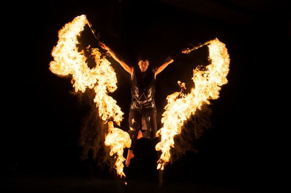 CIRQUBIA_fire-pyro-spectacular_hula-hoop_cube-juggling_aerial-dance_35.jpg