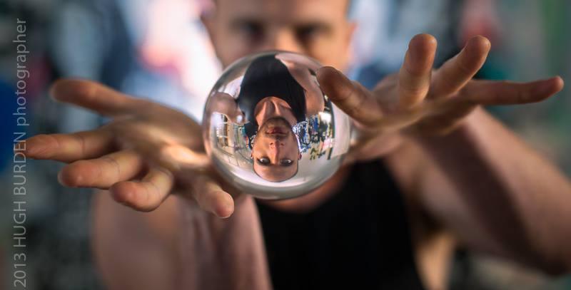 Crystal ball juggler