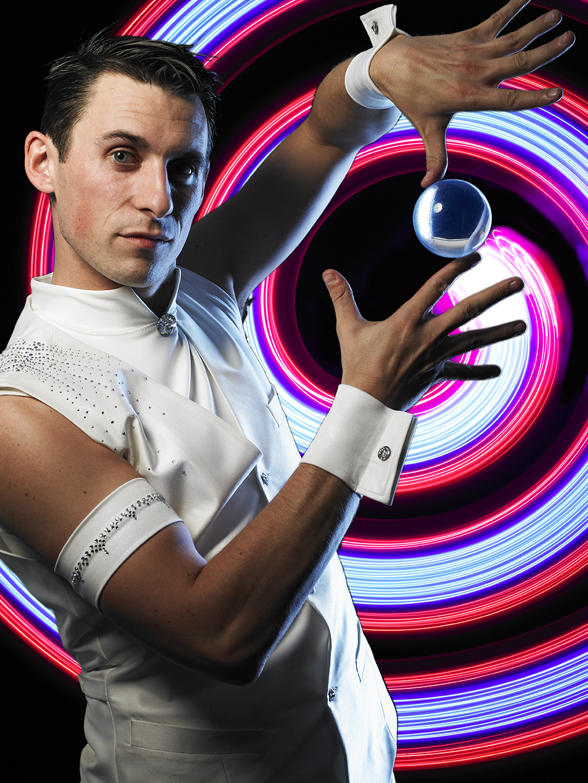 David Knox _ Contact Juggler - Glow Spiral - hi res.jpg