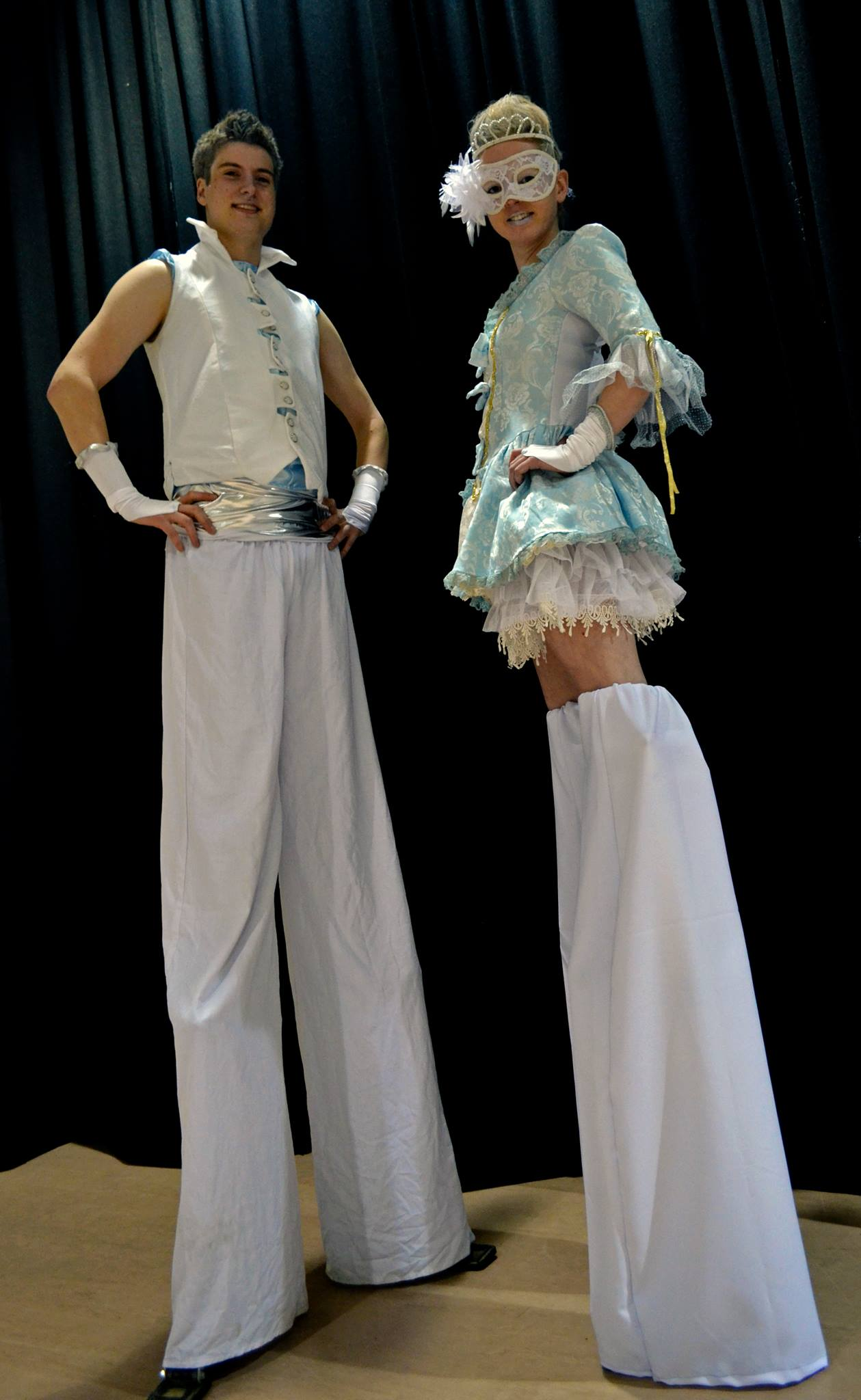 stilt walkers (14).jpg