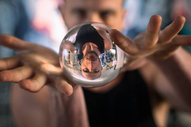 Crystal ball jugglers
