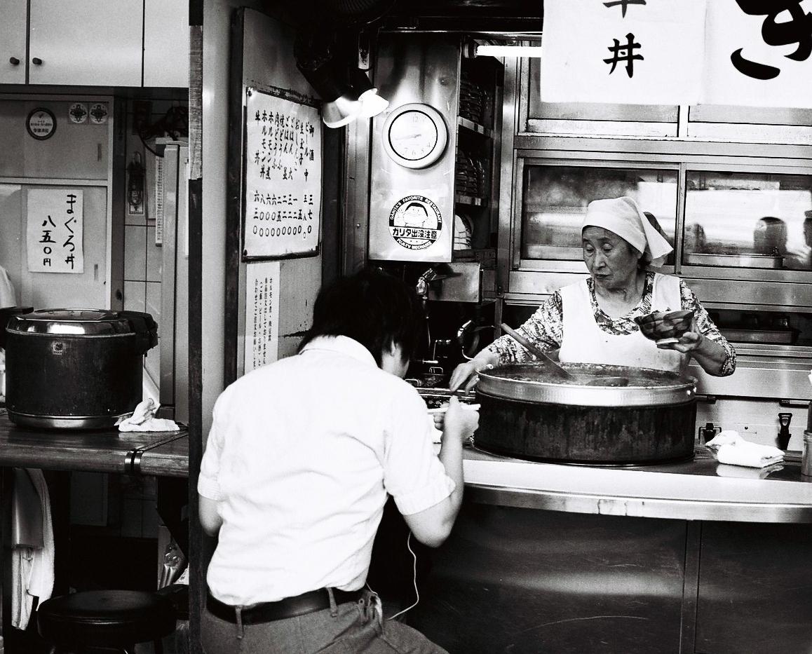 noodle+lady.jpg