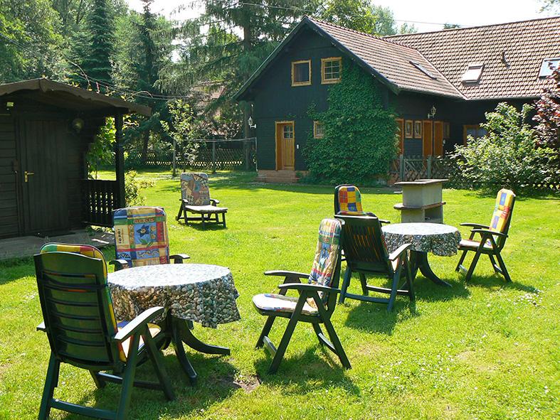 Großer Garten mit Grillplatz