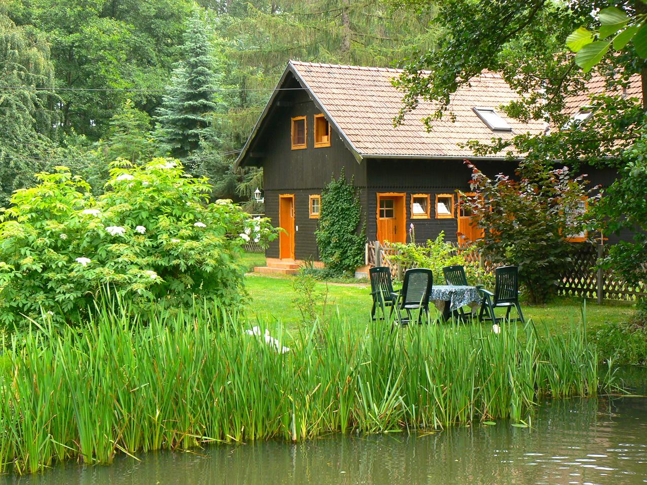 Bootshaus Kaupen Garten.jpg