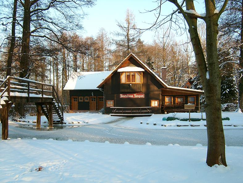 Winterstimmung am Bootshaus