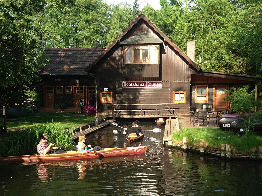 In unseren Bootsverleih können die Kanus hineinfahren