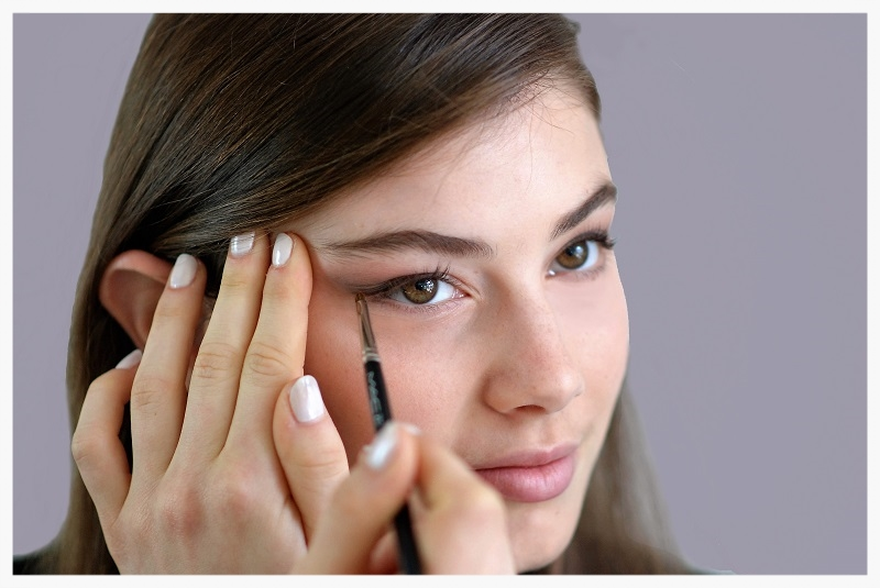 Best Makeup Tips For Round Faces