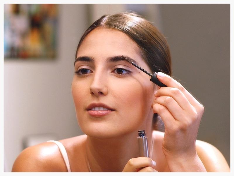 Using eyebrow gel