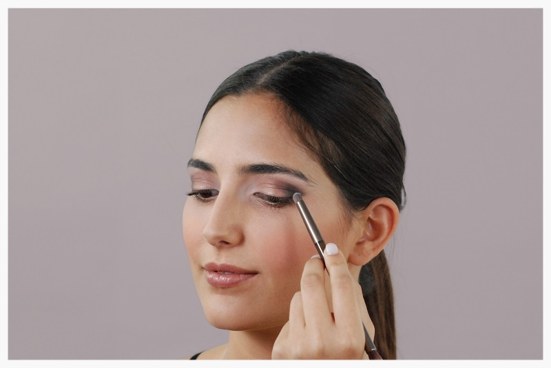 Dark eyeshadow ocer the outer lid