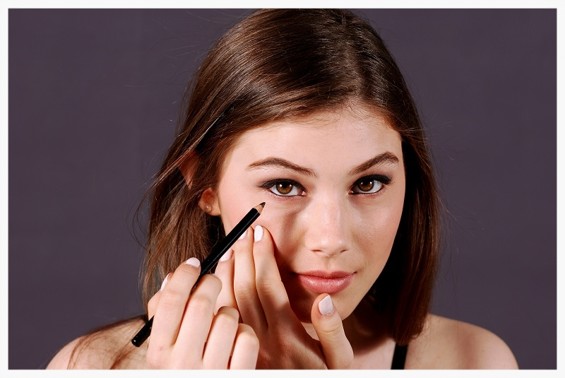 Line the lower lashes