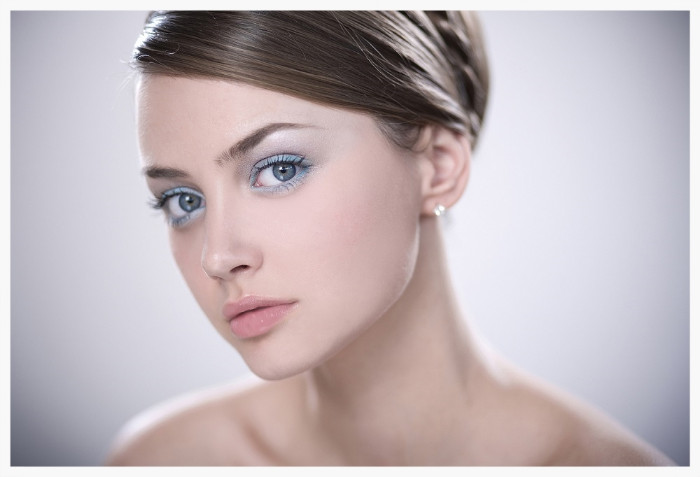 blue eye makeup style