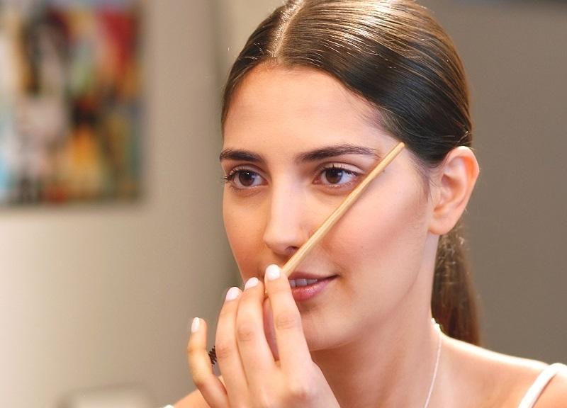 define your eyebrows border