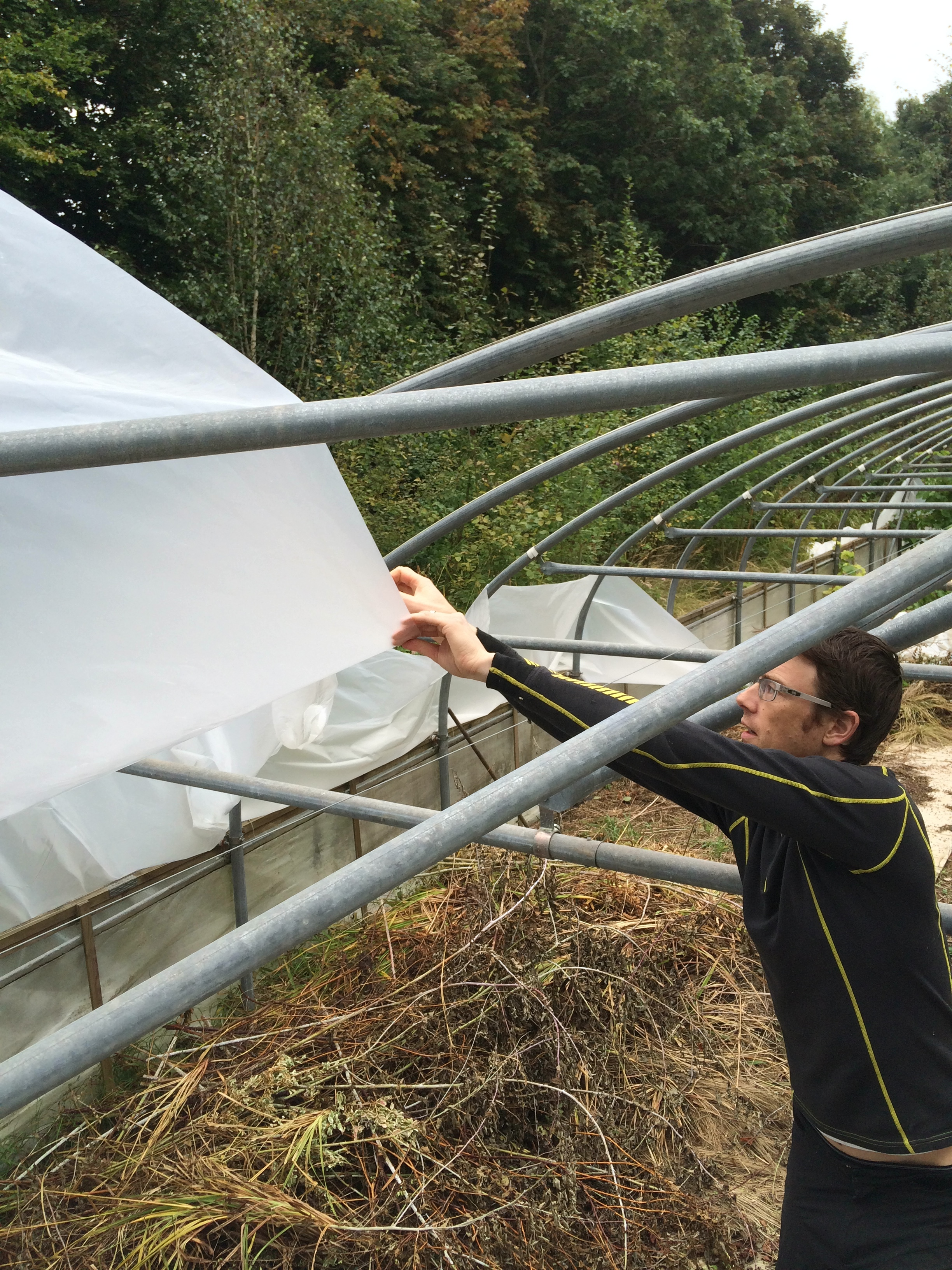 How to re-skin a polytunnel