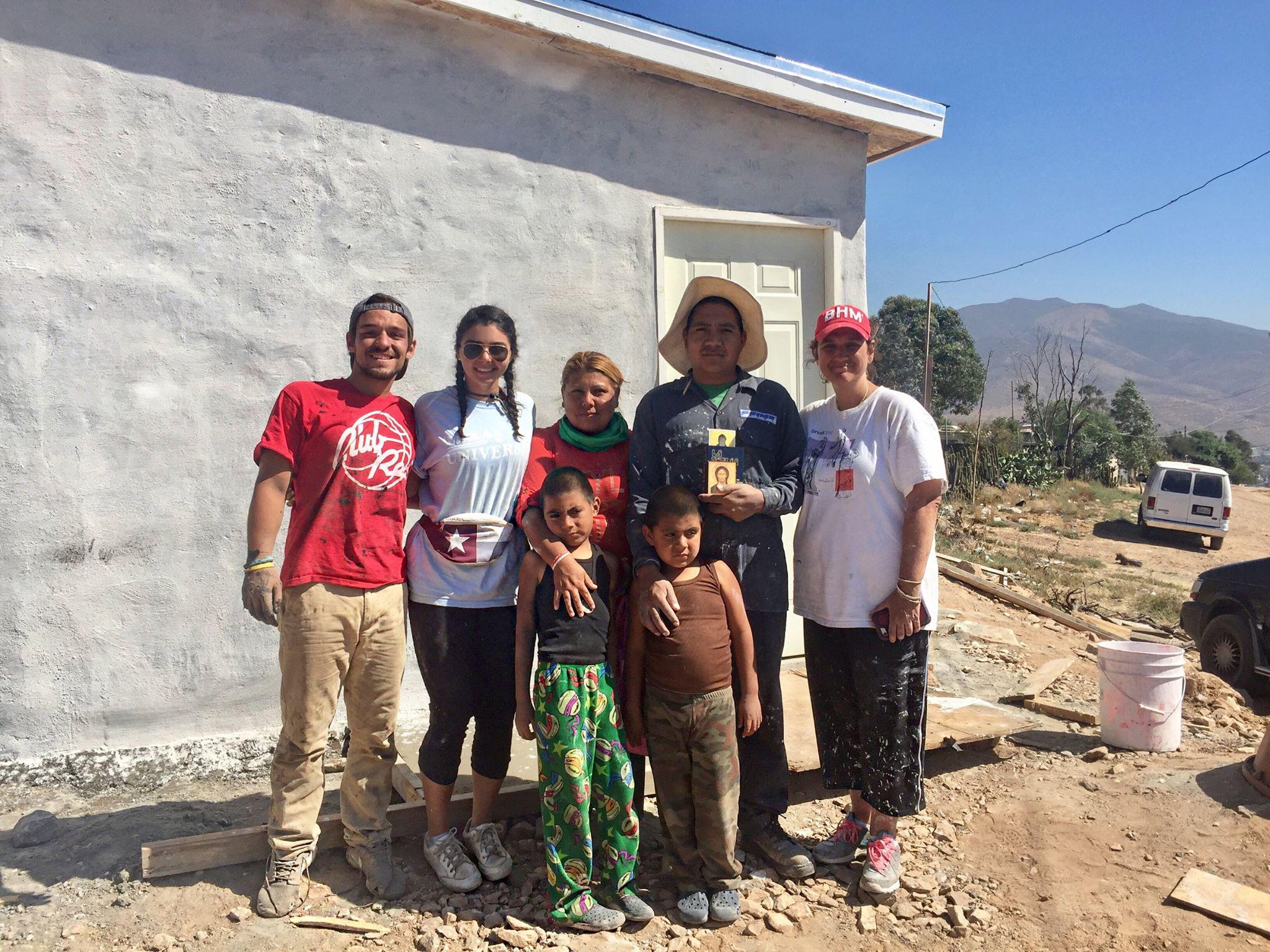 project-mexico-homebuilding-trip-volunteer.jpg