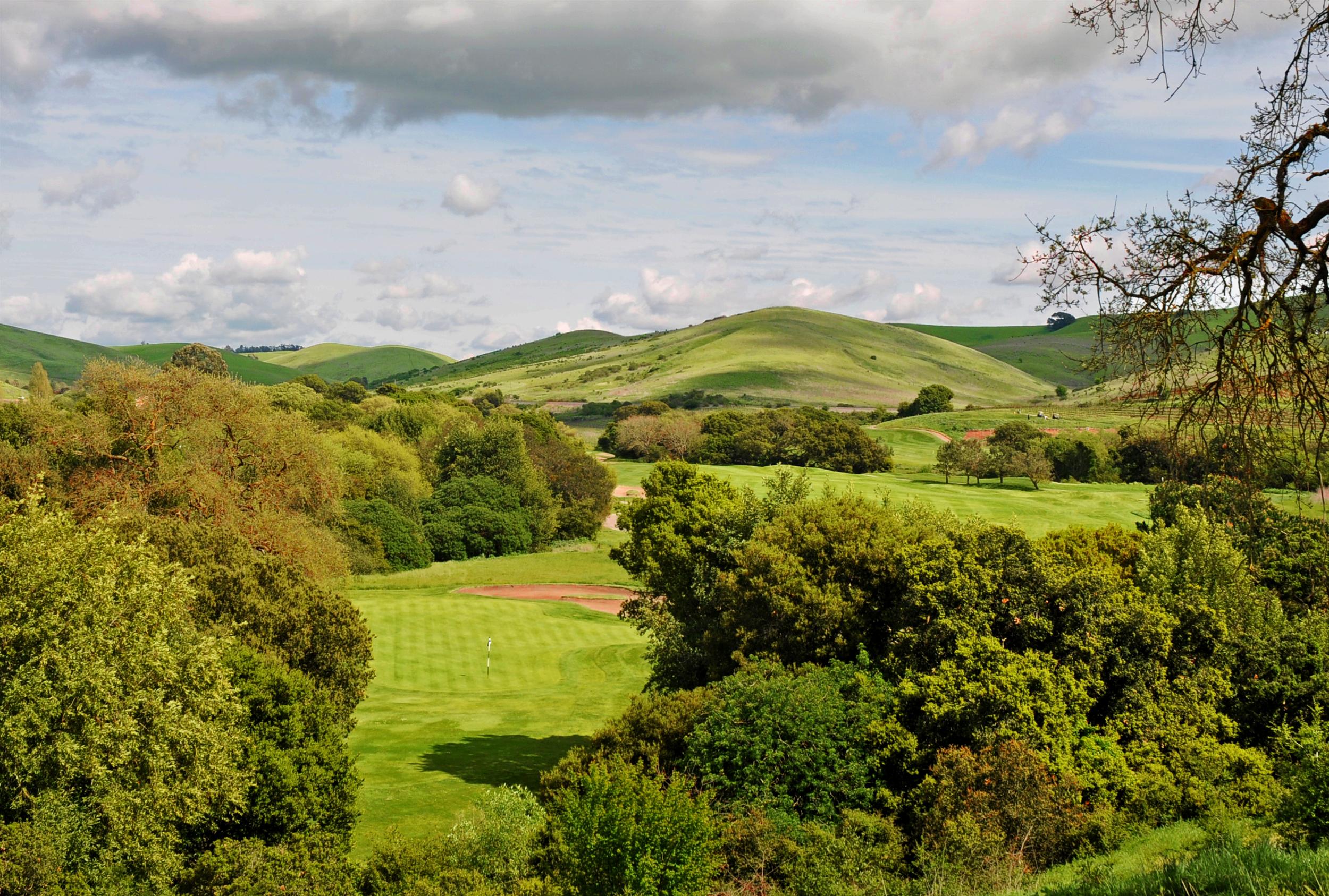 Tee box at the downhill par-3, 16th provides a dramatic landscape view © Robert Kaufman