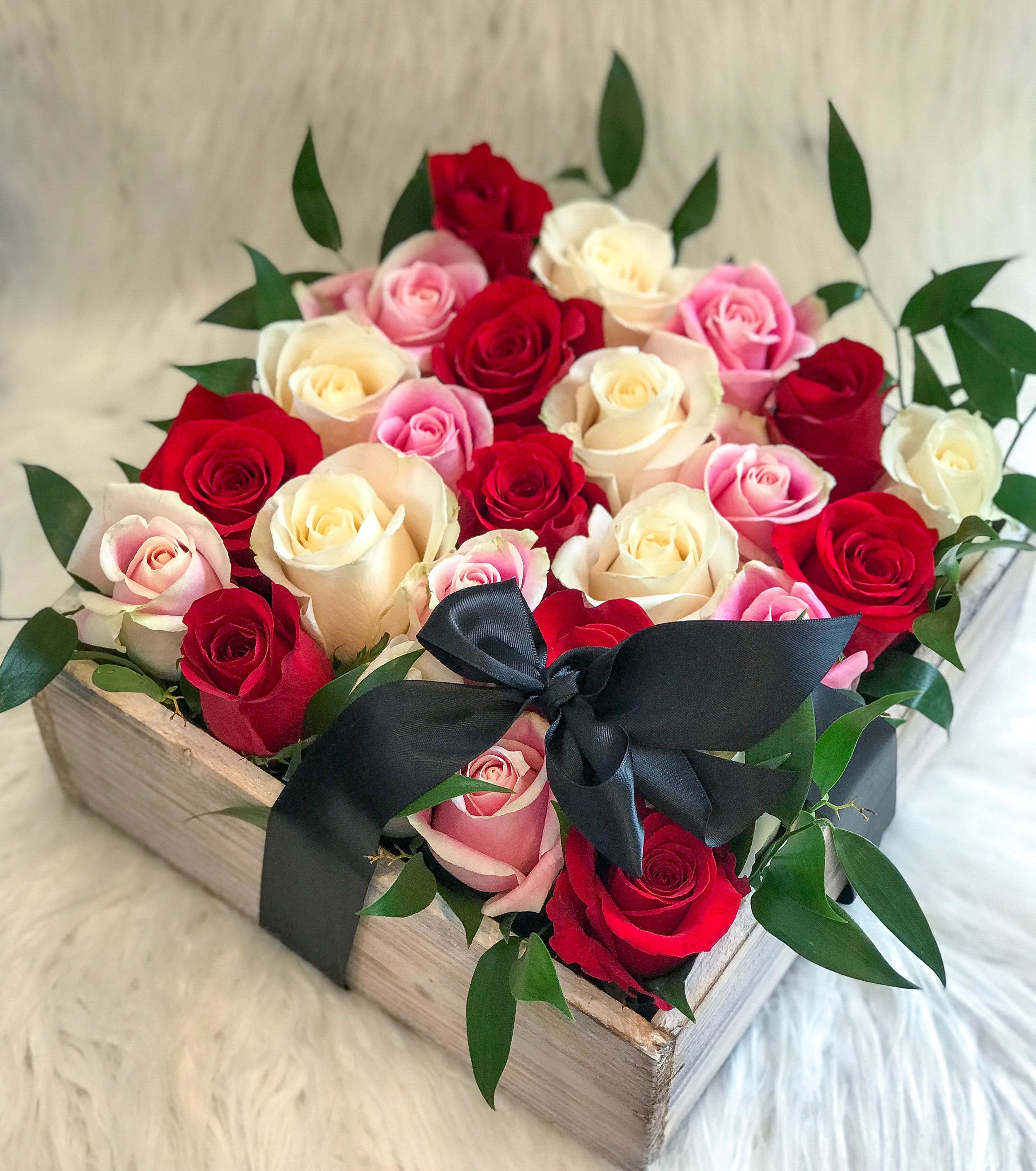 Bed Of Roses Bow Rose