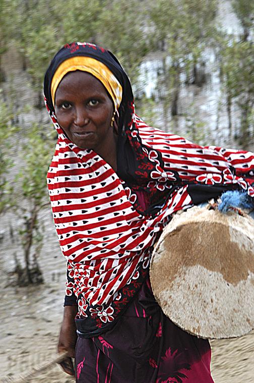 eritrea Tigrinya woman with drum.jpg