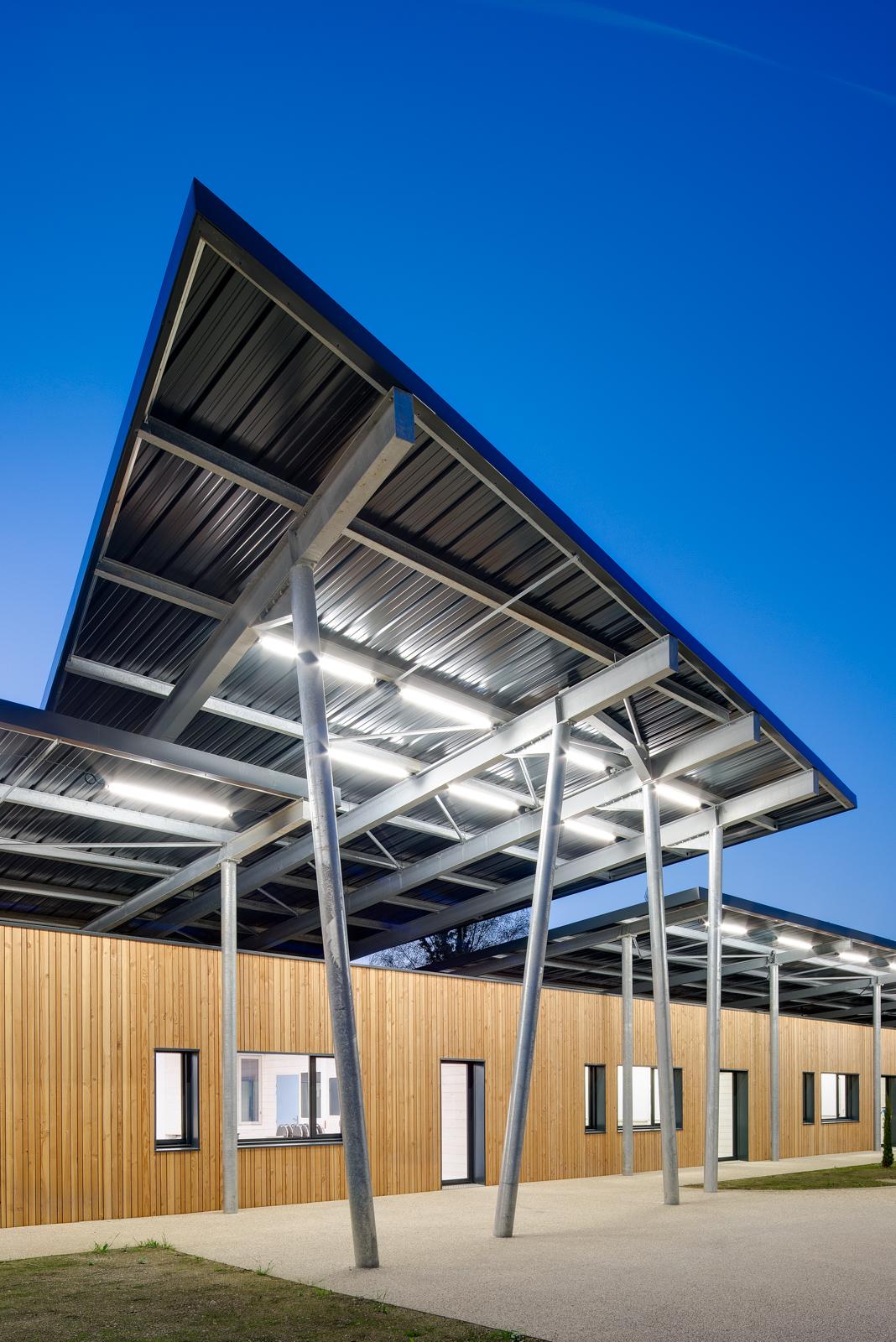 Avancée de toiture principale / Main roof overhang