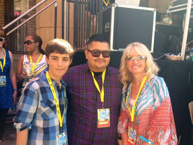Devon Bagby with Milton Perea and family at 2012 Variety's Youth Power Event.