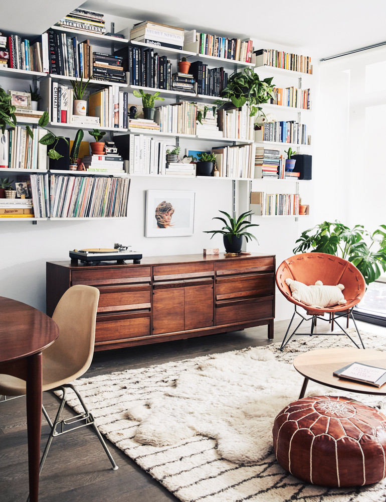 madewell-s-lead-designer-brings-the-cool-girl-look-home-brown-and-white-and-wood-living-room-59d2679d1c2f5d146a42ee3e-w1000_h1000.jpg