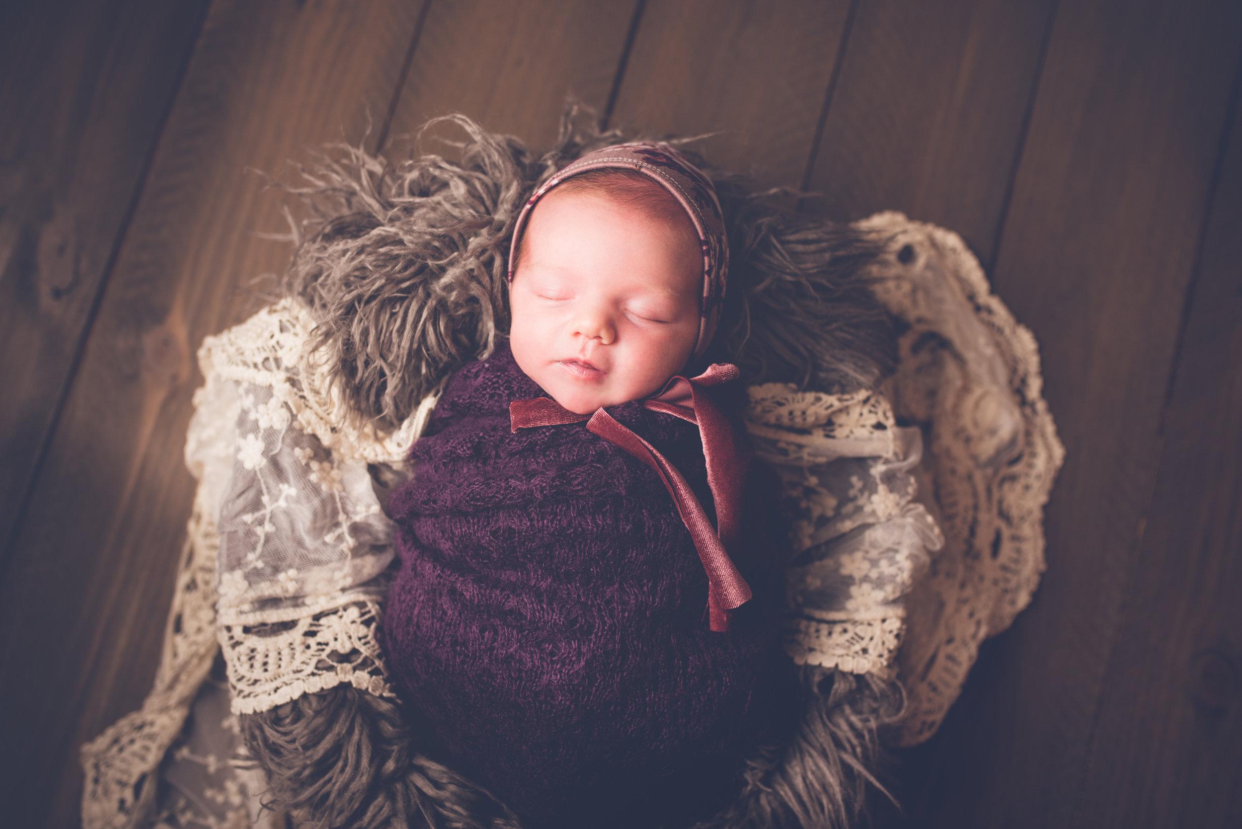 Newborn_Lucy_17Days-12.jpg