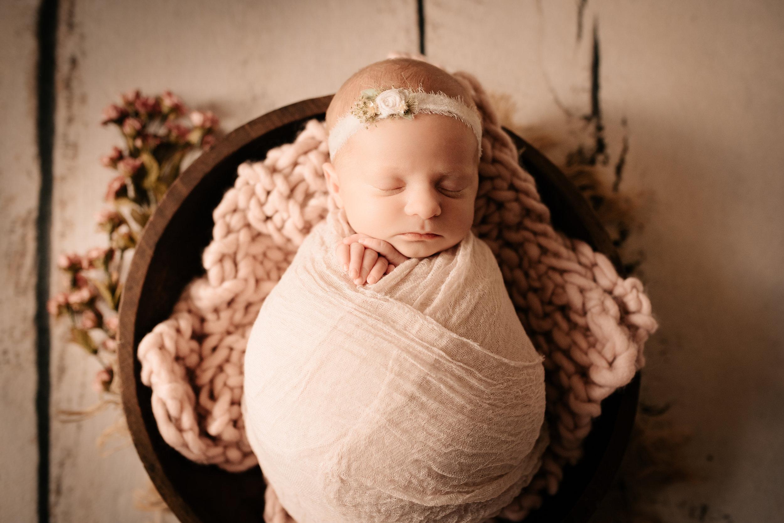 Newborn_Lucy_18Days-1.jpg