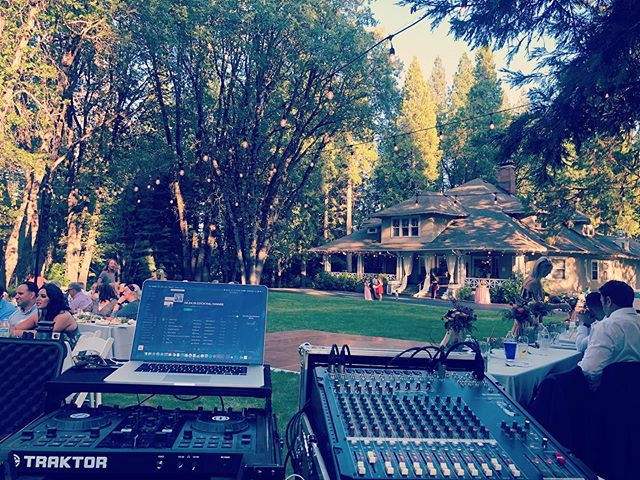 Beautiful evening at McCloud Guest House! #mccloudguesthouse @mccloudguesthouse #WeddingDJ #reddingbridalshow #norcalweddings #norcalwedding