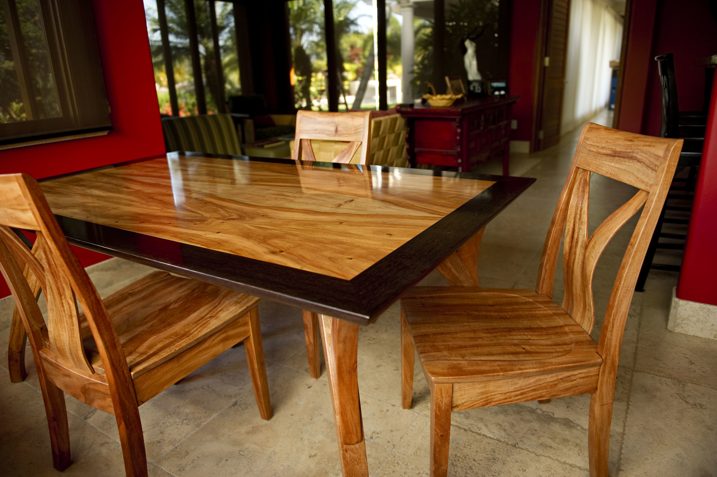 Heliconia Dining Set