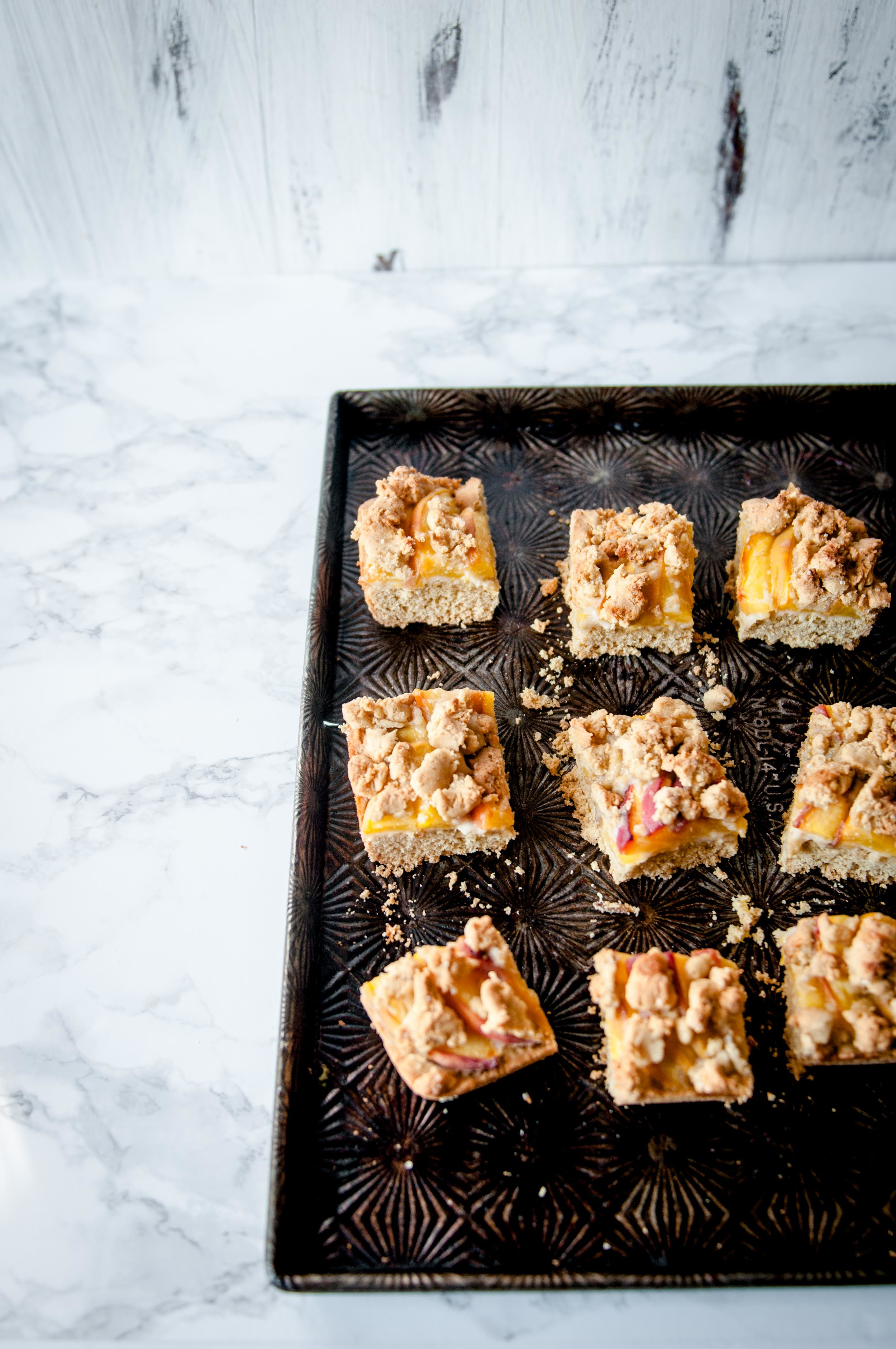 Glutenfree Peach Shortbread with crumble topping