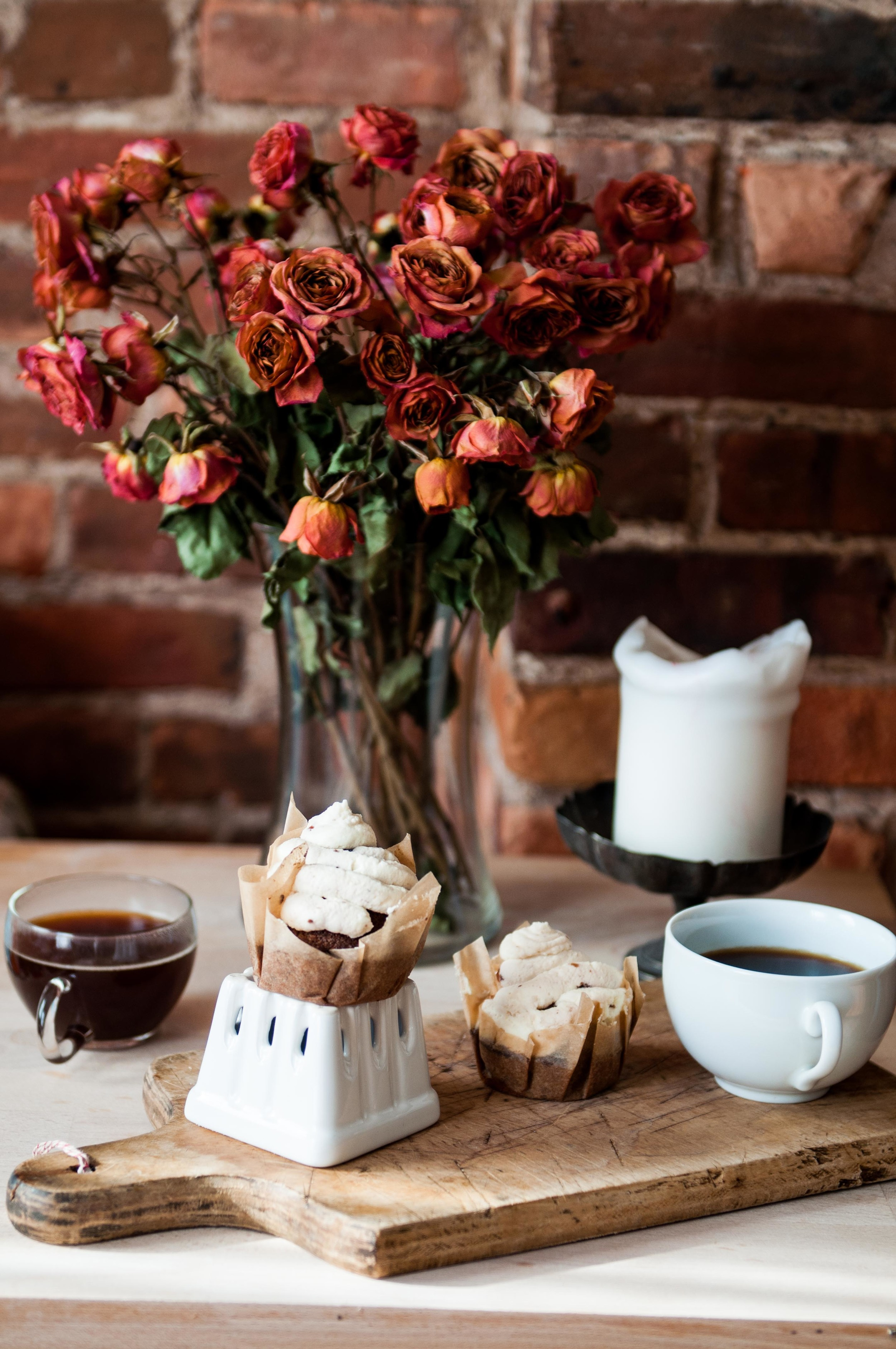 chocolate-cupcakes-with-mascarpone-cherry-frosting