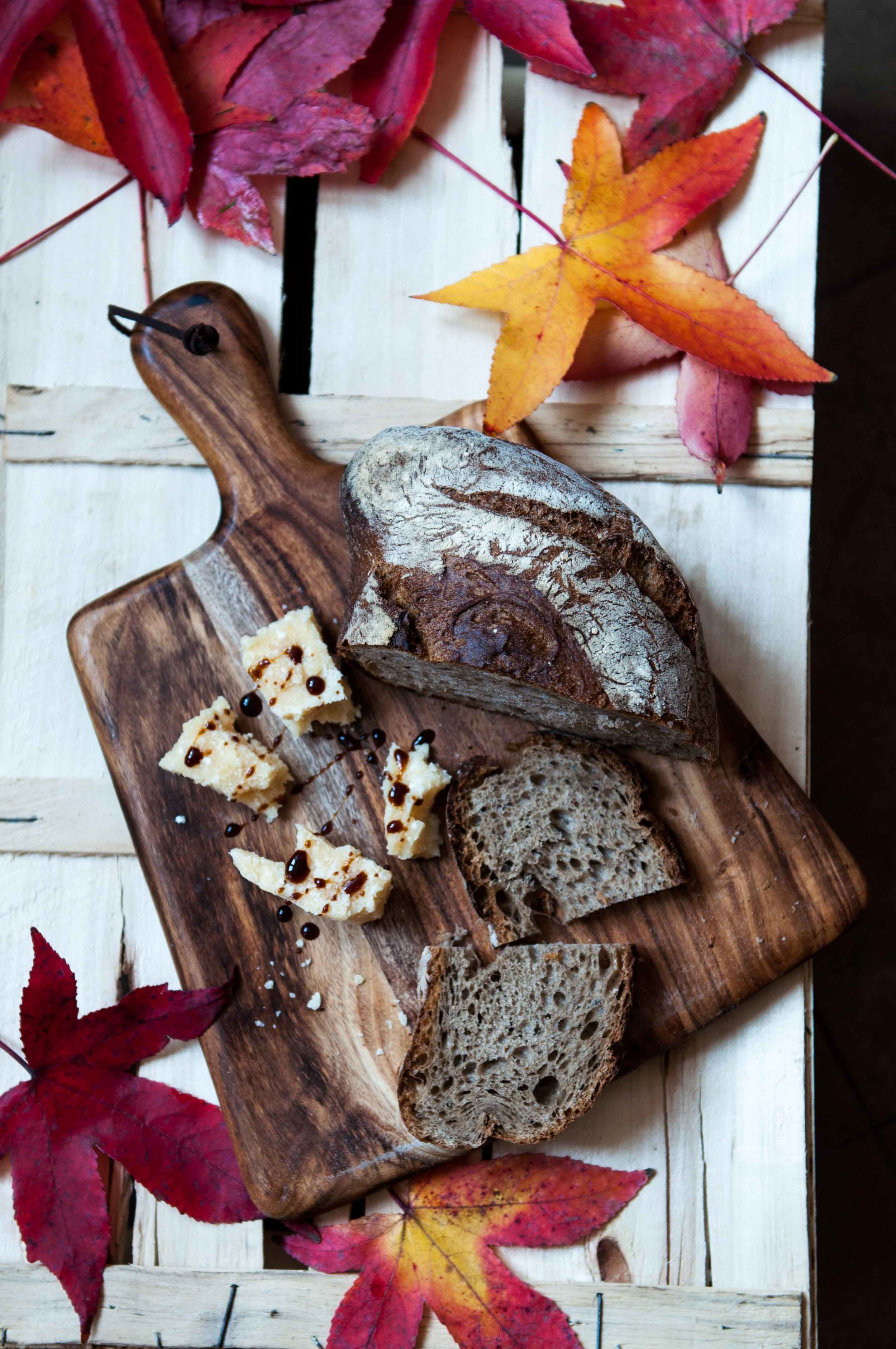 The simplest and humblest of combinations come with elegant luxury in Italy for their impeccable quality and attention to tradition... Like the classic pairing of aged traditional balsamic vinegar and 36M parmagiano reggiano cheese, with some crusty good bread.