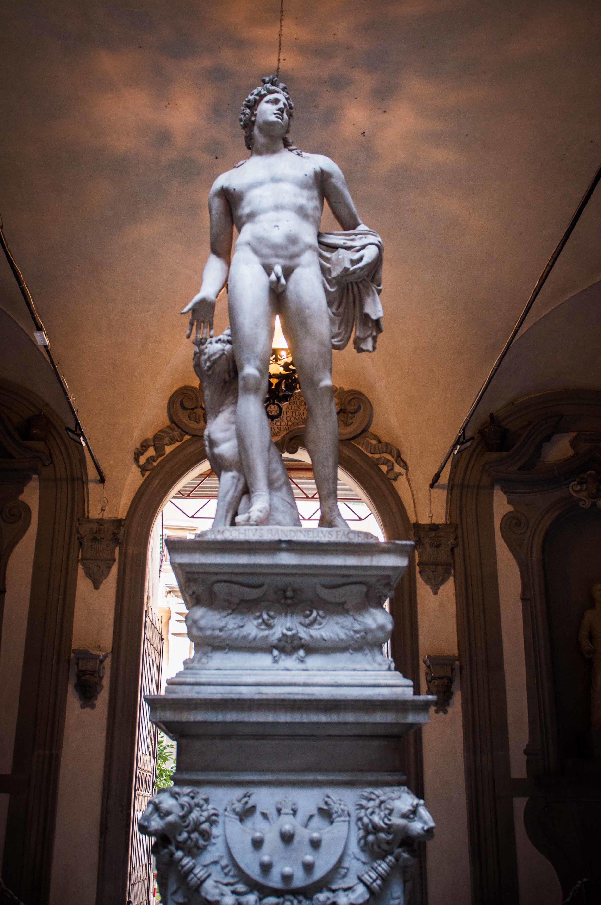 Florence-Some-random-dude-statue.jpg