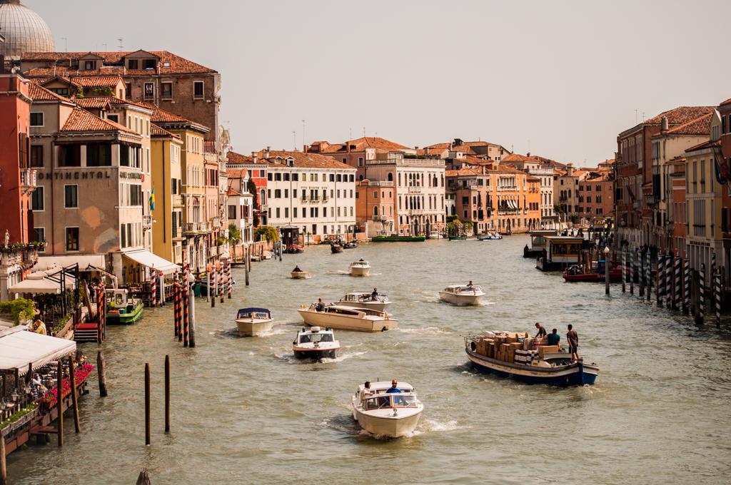 Ponte RialtoCommerce Ferries -