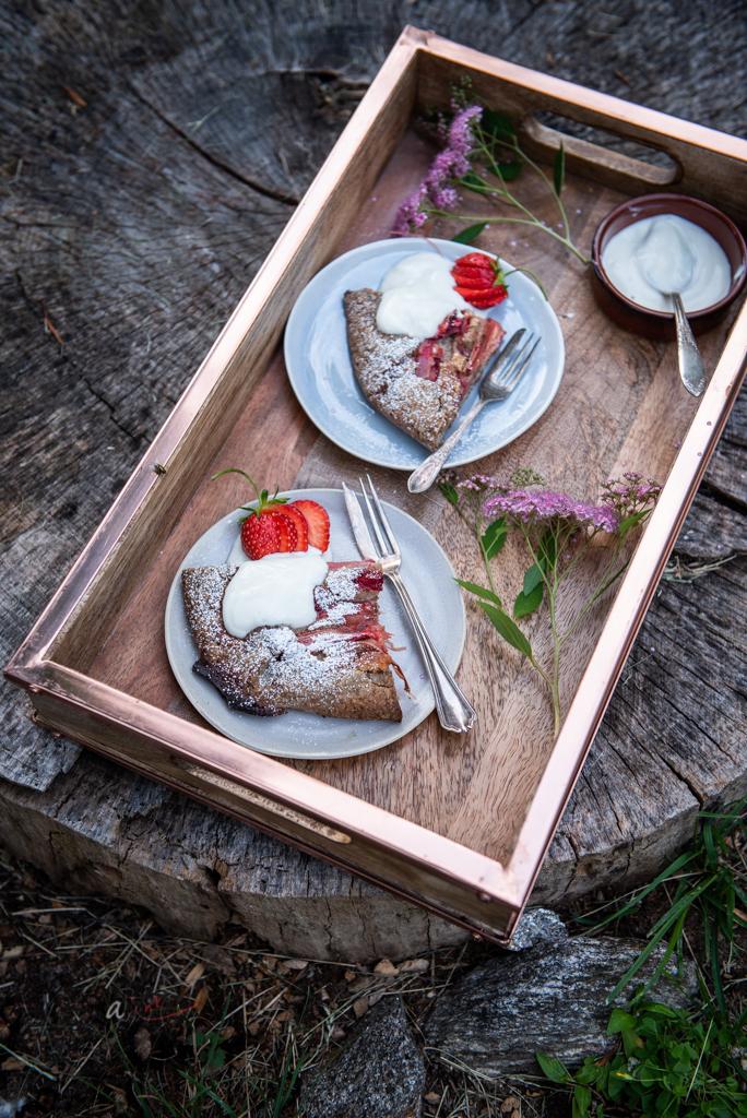 strawberry+rhubarb-galette-served-picnic.jpg