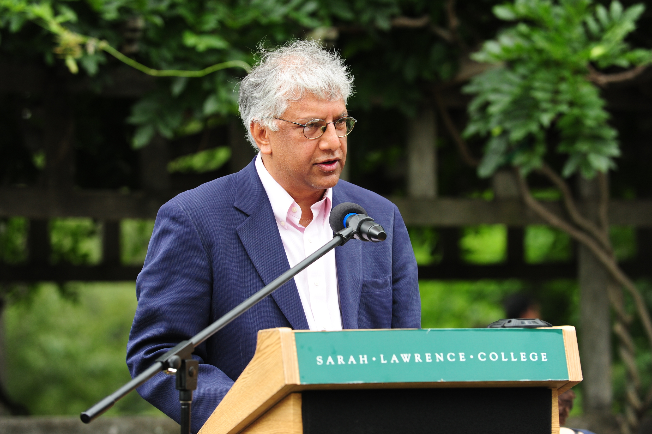 Faculty member Vijay Seshadri provided advice on time management in his speech on Tuesday. Photo by Chris Taggart.