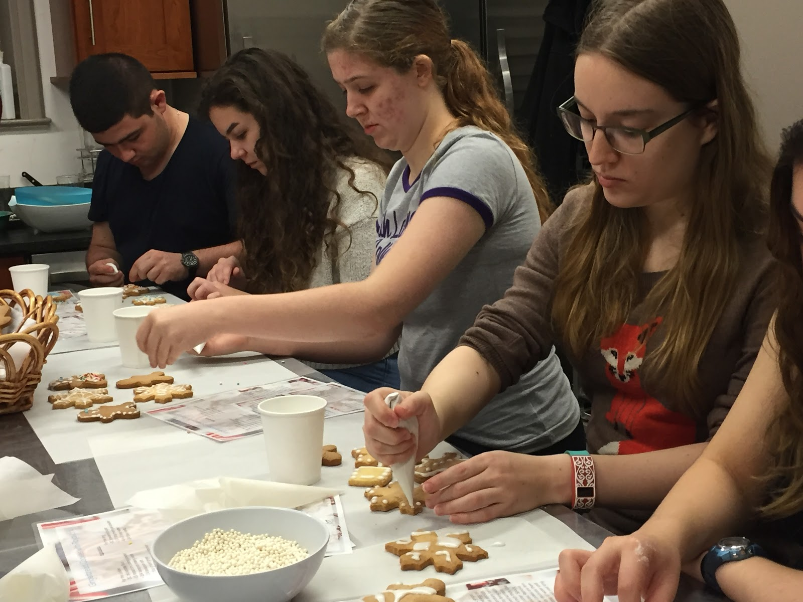 SLC students decorate holiday cookies in the Winter Desserts Cooking Class. Photo Credit:Victoria Mycue '20