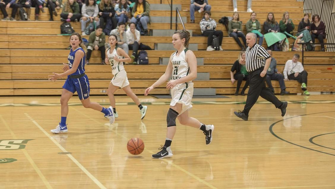 Alexa Zartman-Ball playing on the Sarah Lawrence College basketball team